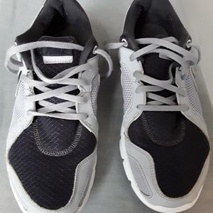 GRAY AND BLACK NIKE SNEAKERS SIZE 9 .